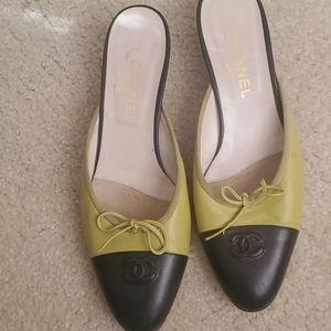 Women's Chanel kitten heels